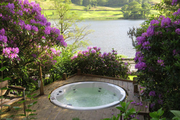 Nab Cottage Hot Tub